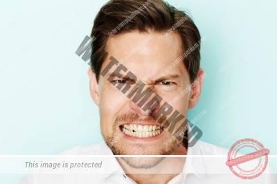 8 1 - خطرات دندان قروچه یا براکسیسم برای دندان ها و ایمپلنت ها